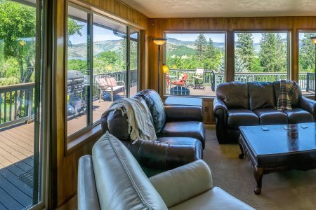 Lake Views! The Retreat at Emigrant Lake ~ Pet Friendly